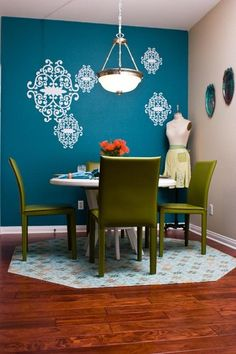 Love that peacock blue wall, and it's divine with the olive green chairs.