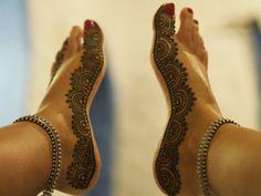Henna feet! Gorgeous.