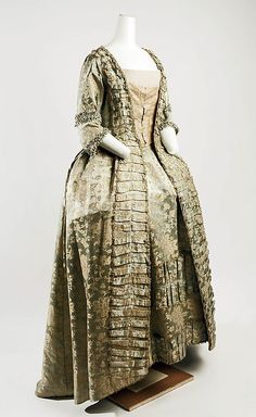 Dress 1750-75 Metropolitan Museum of Art