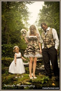 camo wedding so pretty, pinning this for the style of the dress. it's the my dream dress, just a different color. <3