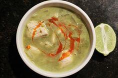 Chicken avocado soup via @Ishita Sood Singh // #avocado #recipe #soup