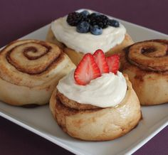 Gourmet cinnamon rolls with over 30 different choices of frosting and toppings.