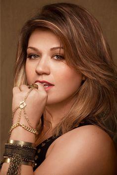 I like Kelly Clarkson.