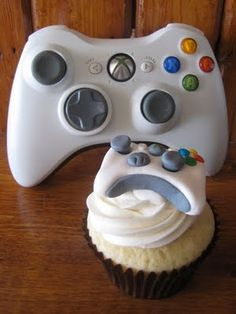 Xbox cupcake. wicked.
