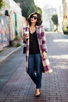 Fall outfit: Chic plaid coat, skinny jeans and flats