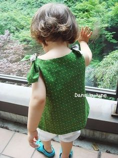 Girls tie bow top pattern by Danslalune