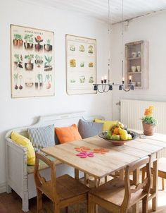 this is a lovely breakfast nook #design