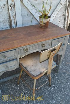 A gorgeous desk finished in Graphite Chalk Paint® decorative paint by Annie Sloan | By Roots Reclaimed http://rootsreclaimedblog.com/tag/annie-sloan-chalk-paint/
