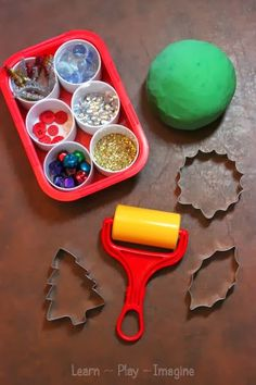 Invitation to make playdough Christmas trees - Simple sensory activity to build fine motor skills and engage in imaginative play