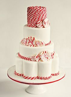 Red wedding cakes for red wedding ideas #redweddings #redcoloredweddings #weddingcakes