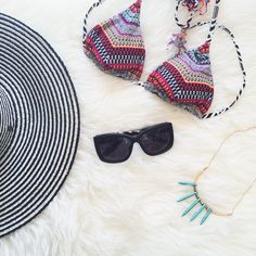 What to pack for a beach summer vacation. Including this cute hat c/o @goorinbros  // www.cupcakesandcutlery.com