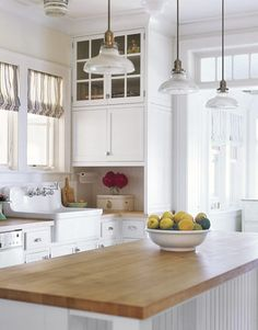 I want this white kitchen. Remindes me of Grandmother in Loxley's kitchen.