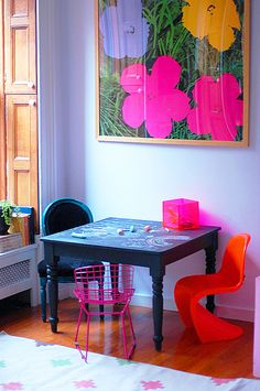 Great idea from Little Green Notbook: covering a kids' table with chalkboard paint.