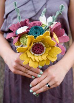 ✄ A Fondness for Felt ✄ felted craft diy inspiration - felt flowers as a bouquet