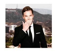 Benedict blowing us a kiss [x]