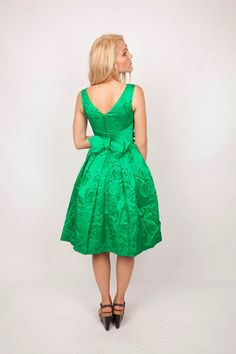 easy being green christmas parties, holiday parties, christmas party dresses, bridesmaid dresses, green dress, cocktail dresses, kelly green, rehearsal dinner dresses, bow