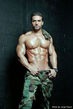 7/12/14  7:42a  Manly  Bare Chest in Fatigues Mission Rescue Man from Danger  Brick Wall   by Galeria de fotos para tu blog o webpage