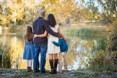 Pretty Colorado Fall Family Photo. Natural family photos | Amy Caroline Photography