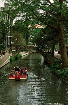 Riverwalk ~ San Antonio, Texas...would love to visit the great state of Texas one day!