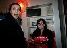 Jane Lynch is amazed at the flip factor of the Lenovo IdeaPad Yoga!