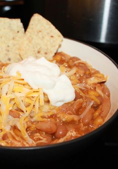 Crock pot white bean chicken chili recipe for a busy family. Easy and delicious! #chili #recipes #chicken #crockpot
