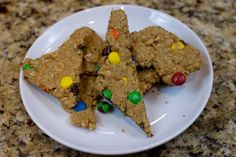 Peanut butter cookie bark with colored M.