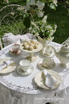 Aiken House & Gardens: A White Garden Tea