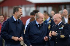 Former King Juan Carlos jokes around with one of the Air Force officers.