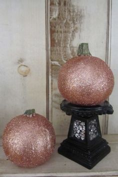 DIY Glitter Pumpkins for Fall, Halloween, or Thanksgiving centerpieces