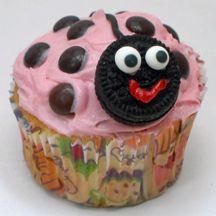 Easy ladybug cupcake