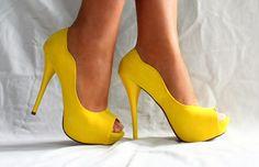 bridesmaids, style, hello sunshine, yellow shoe, yellow heel, pumps, bridesmaid shoes, scallop, summer colors