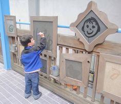 "painting with water on pieces of framed slate ?????? <a href=""http://www.pinterest.com/kinderooacademy/preschool-outdoor-play-environments/"" rel=""nofollow"" target=""_blank"">www.pinterest.com...</a>"