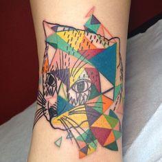 gato + triângulos coloridos