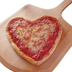Heart day pizza