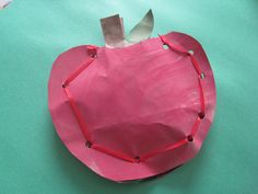 This apple craft can be done two ways, lacing it for older more dexterous children and simply using a stapler for younger kids and toddlers. Either way there is something I just love about apples made from brown craft paper or my low cost alternative – grocery bags!