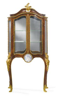 A Louis XV style gilt-bronze and jasperware mounted kingwood vitrine à espagnolette -  France, late 19th/early 20th century