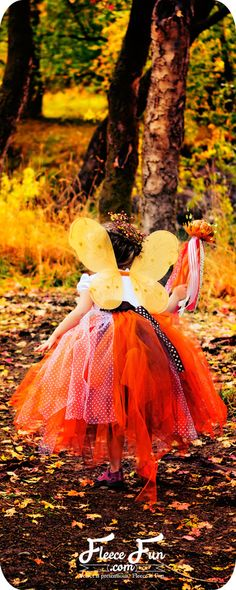 I love this fall fairy costume.  There's a free printable for a cute shirt and instructions for a fairy wand! #halloweencostumeideas #halloweencostumediy #halloweencostumes #halloweencostumesforkids