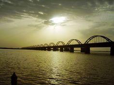 Another great pic of the bridge over Godavari river near Rajahmundry.