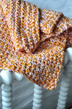 Aesthetic Nest: HOH in Crochet: Easy Baby Afghan (Tutorial) - Chunky Three String Crochet Pattern.