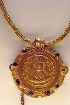 Roman Necklace with Relief Pendant Gold garnet emerald glass and chalcedony 200 - 400 CE