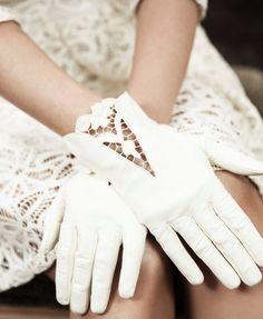 Vintage Leather Off White Bridal Gloves