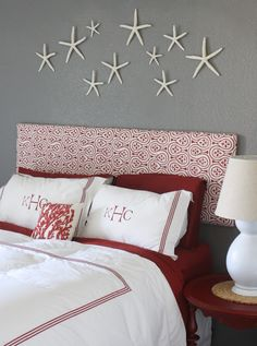 Easy artwork over bed (or anywhere, for that matter): Scattered starifish. www.facebook.com/LFFdesigns
