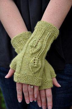 Autumn Leaves Fingerless Gloves Pattern