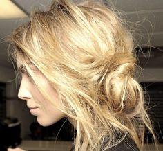 The messy bun is a cool and casual spring hair look and is the ultimate lazy girl hair style. Any fashion or beauty lover will tell you that the messy bun looks effortlessly cool and has been popping up on the catwalk and sidewalks all over the last couple of years.,