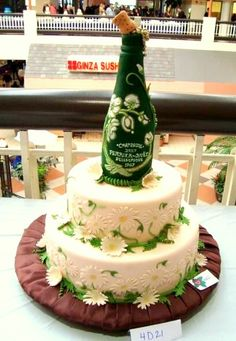 daisy cake topped with a wine bottle