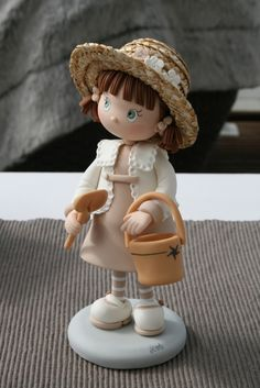 """*POLYMER CLAY ~ Figurine en fimo  """"Reves et Merveilles"""" sugar figurin, reves et merveilles, fondant figur, girl cakes, biscuit artesanato, clay figurine, figurin en, porcelana, cake toppers"""