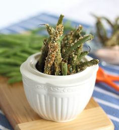 Baked Green Bean Fries by runningtothekitchen: Crunchy and crispy, dip them in a mixture of greek yogurt, ketchup and sriracha! #Green_Bean_Fries #runningtothekitchen