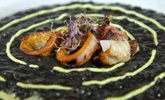 Arroz negro con calamar y alioli de cilantro. Restaurante Al Aljibe, una carta de tapas que sorprende. Alameda de Hércules, 76 954 900 591 |...