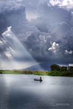 clouds! rays! by pons lizares on flickr