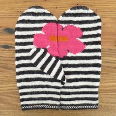 FREE - May Flowers Mittens by katbaro, via Flickr